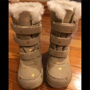 Toddler boots with faux fur